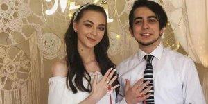 Genç oyuncu nişanlandı