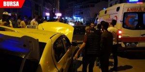 Taksiyle otomobil çarpıştı: 6 yaralı