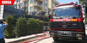 Jeneratörden çıkan yangın siteyi sokağa döktü