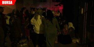 Gece yarısı korkutan yangın! Sokağa döküldüler