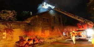 Tarihi fabrika binasında yangın