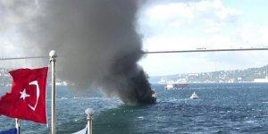 İstanbul Boğazı'nda yatta yangın