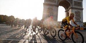 Fransa Bisiklet Turu'nun son 110 yıldaki en genç şampiyonu Bernal oldu