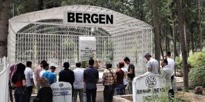 Şarkıcı Bergen mezarı başında anıldı