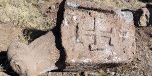 Çukur kapatmak isterken tarihi Türk tamgaları buldular