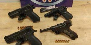 100 yıllık silahla uyuşturucu ticareti yapacaklardı