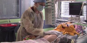 Annesinin beyin ölümünün gerçekleşmesinden 3,5 ay sonra doğdu