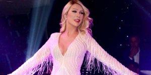 56'lık Seda, mini elbisesi ve fiziği ile sosyal medyaya damga vurdu