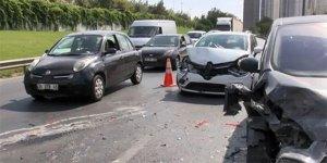 Zincirleme kaza TEM trafiğini kilitledi