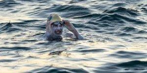 54 saat yüzdü, Manş'ı 4 kez üst üste hiç durmadan geçti!