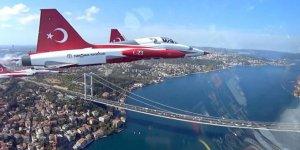 Türk Yıldızları'nın İstanbul'u selamlamasına 'kokpit içi' bakış