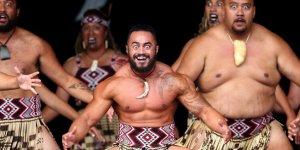 Maorilerden Waka dansı