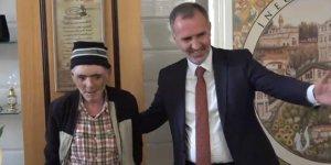 Engelli vatandaş sokakta bulduğu parayı belediyeye teslim etti