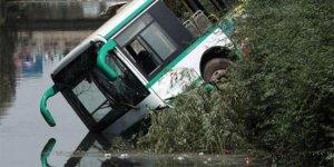 Otobüs nehredüştü: 17 ölü
