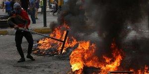 Gösteriler büyüyor! 3 milletvekilinin evi ateşe verildi