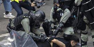 Protestoculara polis kuşatması