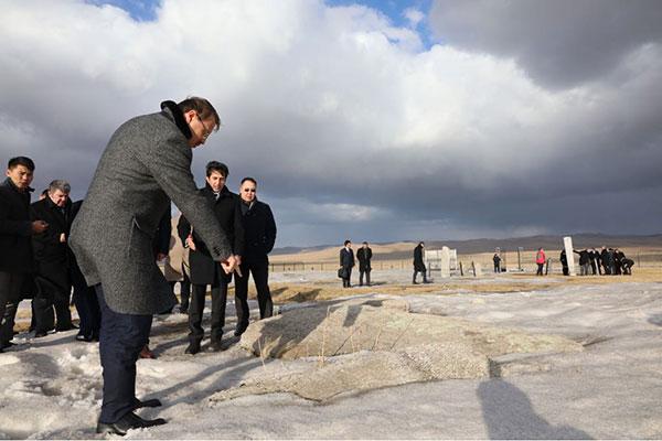 1.-yazi-icin-basbakan-yardimcisi-hakan-cavusoglu-tonyukuk-anitlari,-mogolistan-baskenti-ulanbator.jpg