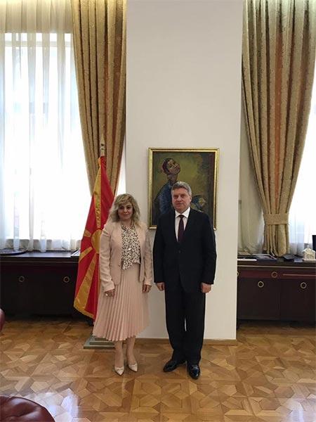 1.-yazi-icin-makedonya-cumhurbaskani-gjorge-ivanov-ve-uskup-buyukelcisi-tulin-erkal-kara.jpg