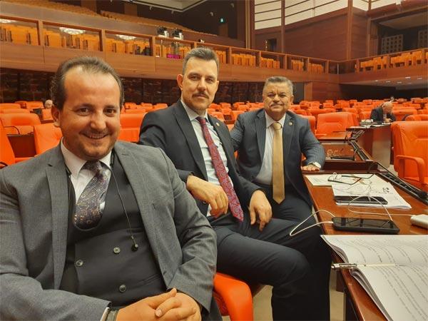2.-yazi-icin-ak-parti-milletvekilleri-selim-yagci,-refik-ozen,-mustafa-esgin.jpg