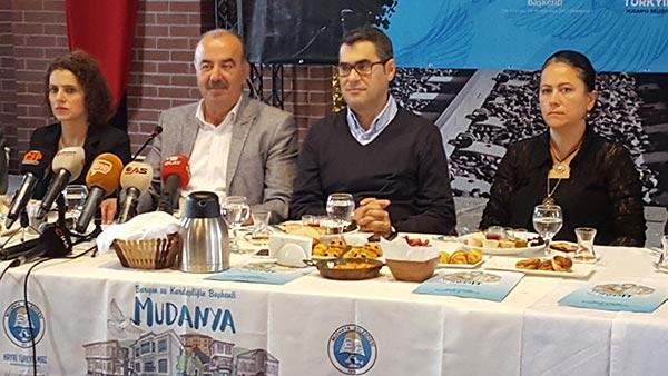 3.-yazi-icin-mudanya-belediye-baskani-hayri-turkyilmaz-ve-gazeteci-enver-aysever,-mudanya-mutarekesi-97.-yil-kutlamasi.jpg