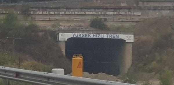 4.-yazi-icin-demirtas-tuneli-yuksek-hizli-tren-tabelasi.png