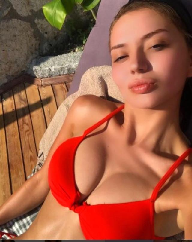 cansu-taskin-bikinisiyle-kaptan-koltuguna-oturdu-11249518_8380_m.jpg