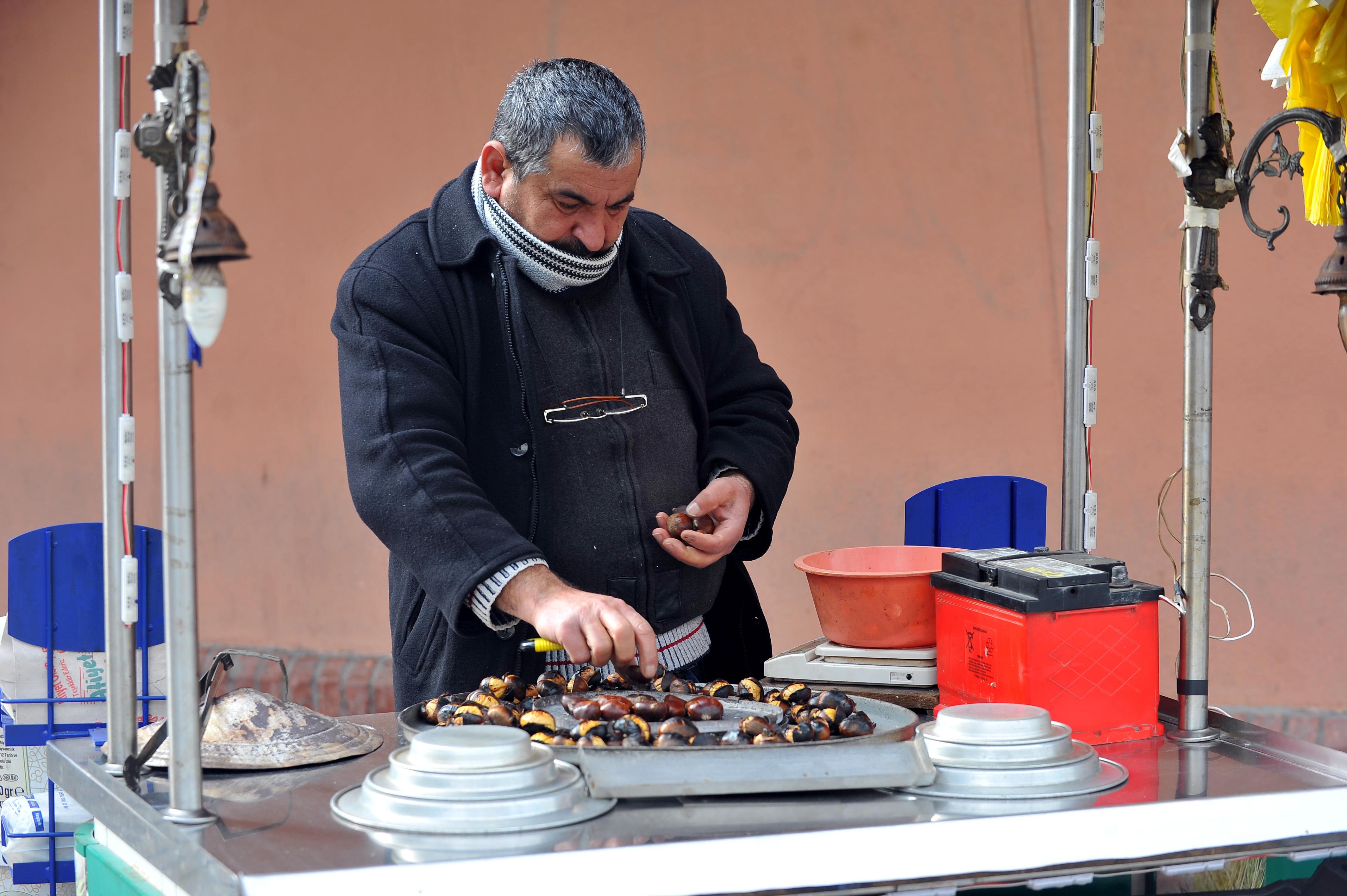 tezgahlardaki-luks-kestane-kebabin-kilosu-75-lira_2903_dhaphoto3-001.jpg
