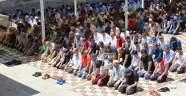 Ramazan'ın son cuma namazında Ulu Cami'ye akın ettiler