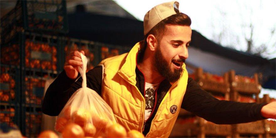 Bursalı fenomen pazarcıya Murat Boz'dan destek