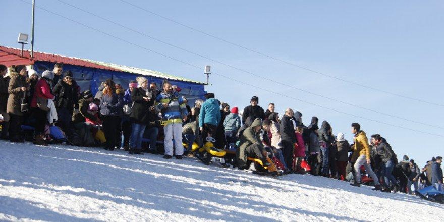 Uludağ'da hafta sonu kar keyfi