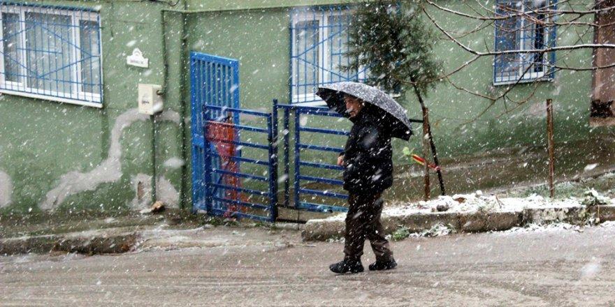 Bursa'ya beklenen kar geldi