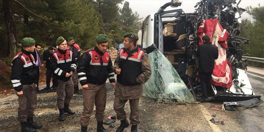 Bursa'dan yola çıkan otobüs kaza yaptı