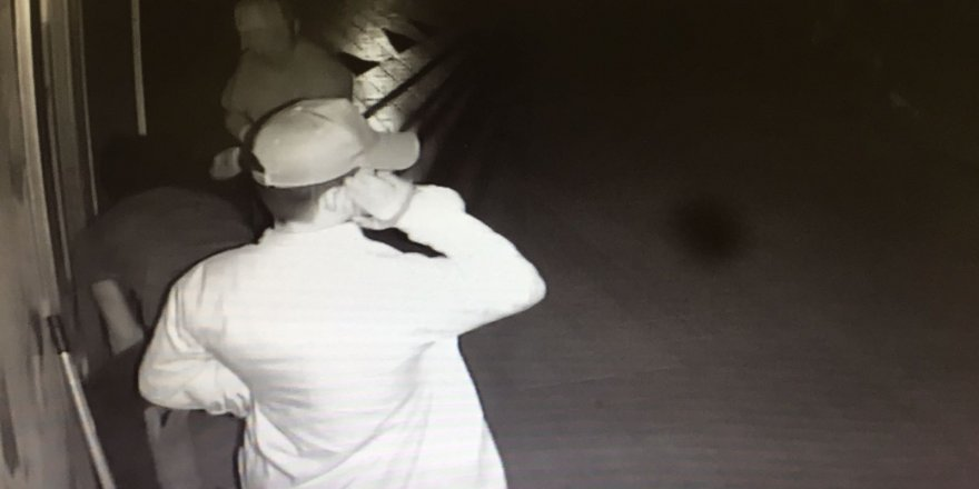 Bursa'da marketten hırsızlık güvenlik kamerasında
