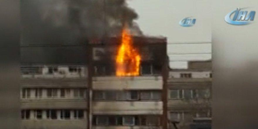 Yangın çıkan otelden böyle atladılar! İşte o anlar