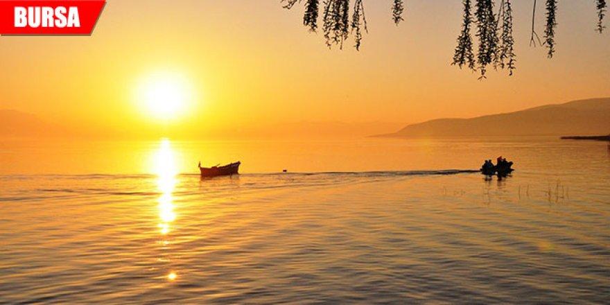 Güneşin suya kavuştuğu an böyle görüntülendi