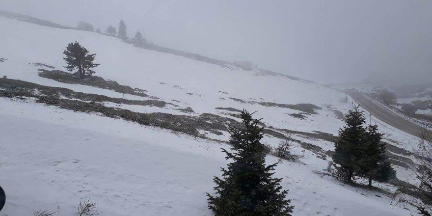 Mart sonunda Uludağ'a kar sürprizi