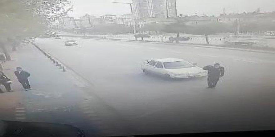 Valiye selam veren polise otomobil çarptı