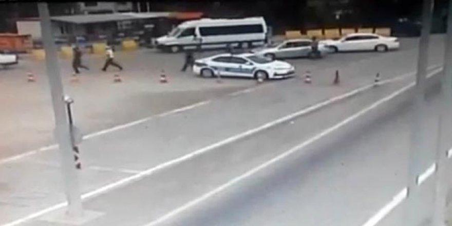Cezaya sinirlendi, aracını polisin üzerine sürdü