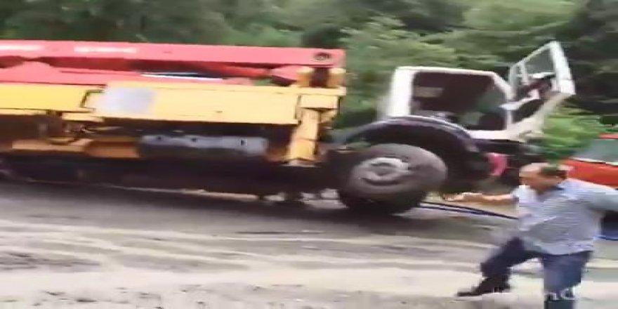 Sel suları beton pompası ile kamyonu dereye böyle sürükledi