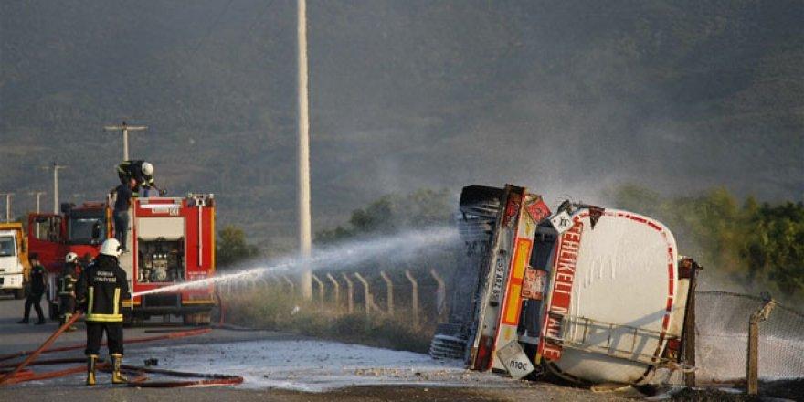 Metanol yüklü tanker devrilip alev aldı
