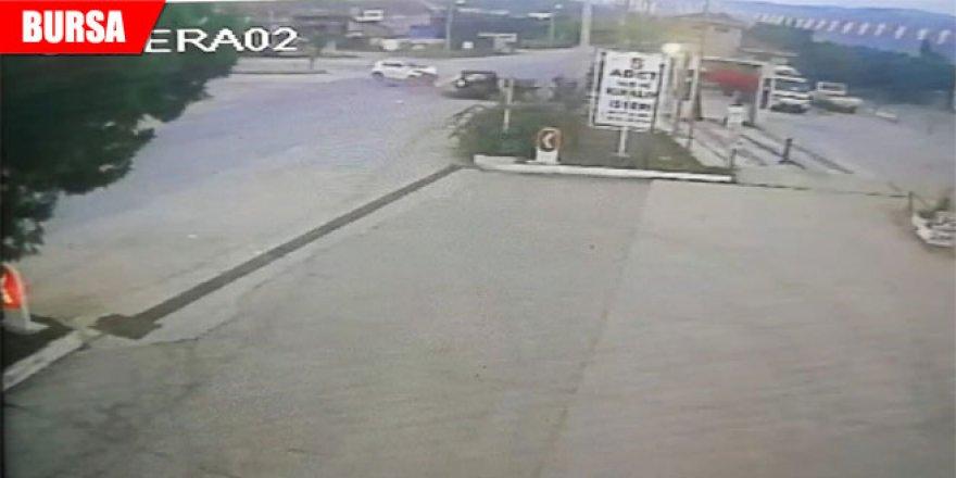 Zincirleme kaza güvenlik kamerasına yansıdı