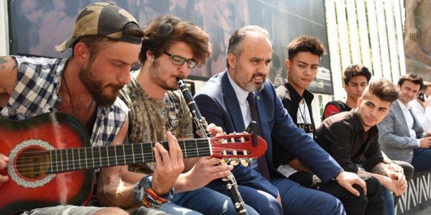 Başkandan 'müzik' molası