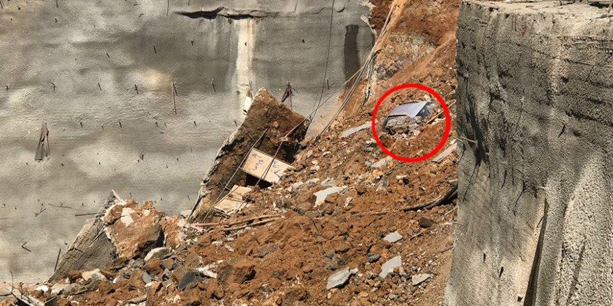İstinat duvarı çöktü, araçlar çukura düştü!