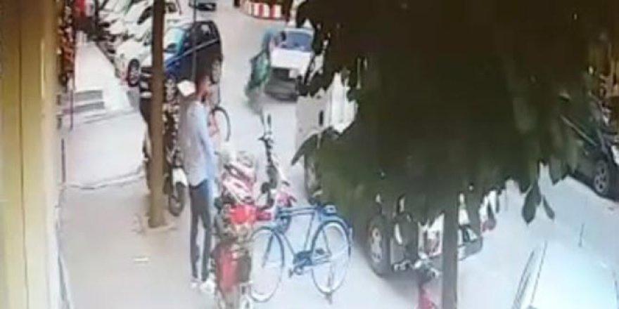 Bursa'da otomobil ile elektrikli motosiklet çarpıştı: 1 yaralı