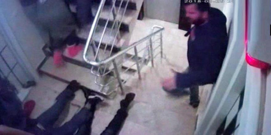 Köpeğinden şikayetçi olan iki kişiyi böyle öldürdü