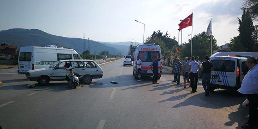 Bursa'da otomobile çarpan motosiklet kazası böyle görüntülendi