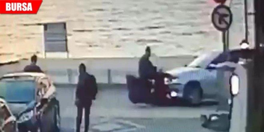 Motosiklet ile otomobil çarpıştı, çarpışma anı güvenlik kamerasına yansıdı