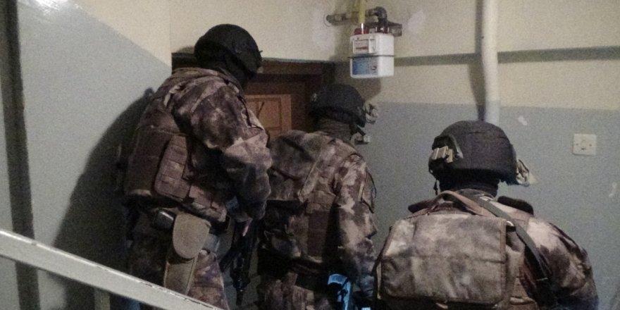 Özel harekatçılar kapıları kırdı, narkotik polisi didik didik aradı