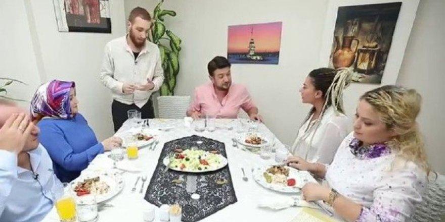 Yemekteyiz'de şok kavga! Onur Büyüktopçu, masayı terk etti!