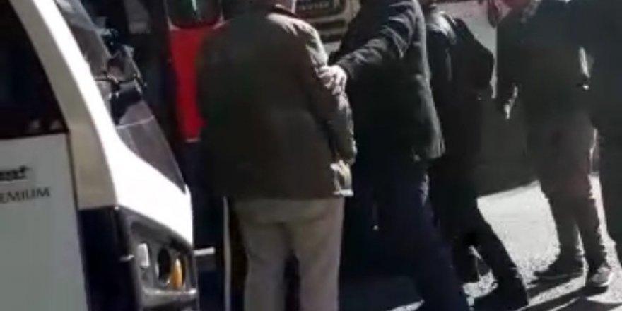 Trafikte minibüsçü dehşeti